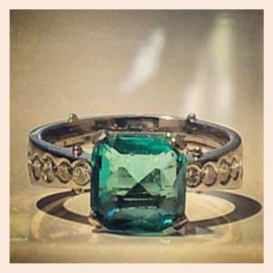 Haes smaragd gyűrű