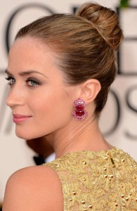 emily-blunt-hair-makeup-jewelry-2013-golden-globes